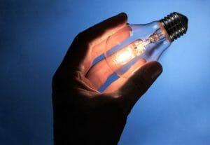 Про вываливающиеся розетки и выпадающие лампочки
