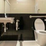 Ремонт ванной комнаты для пожилых людей, что стоит учесть в Израиле