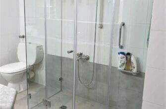 Стеклянные шторы для душевых и ванн: эстетично и практично