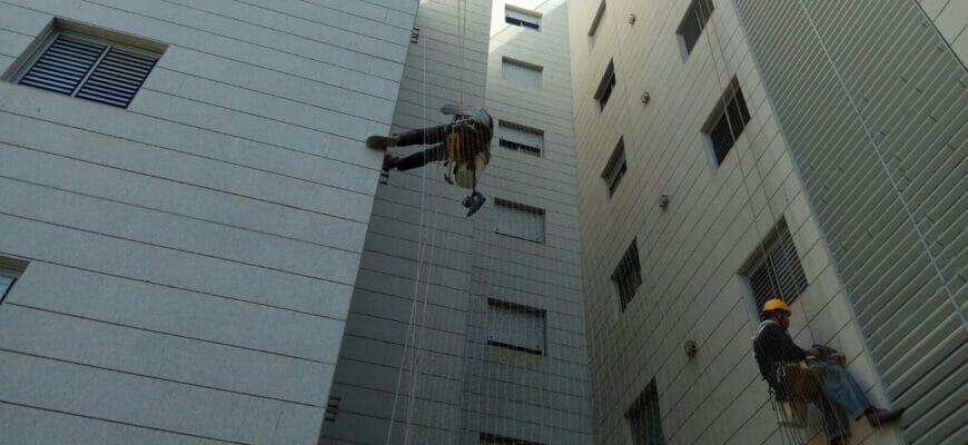 О высотных работах в Израиле: установка сетки на здание
