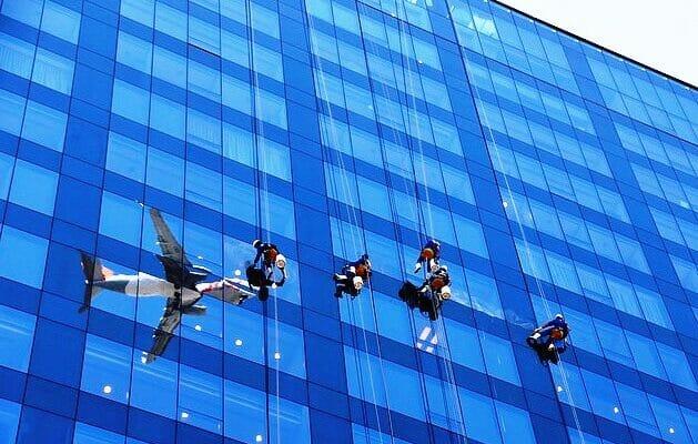 Высотные работы. Мойка окон и фасадов в Израиле